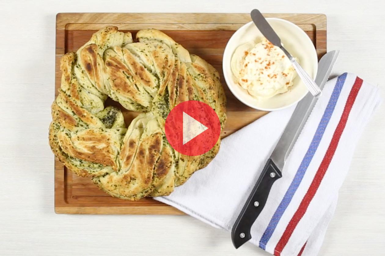 Corona de pan al pesto