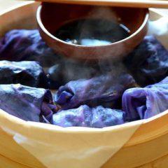 Paquetitos sorpresa de repollo y hongos caramelizados