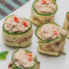 Rolls de zucchini y atún