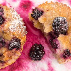 Muffins integrales de bananas y arándanos